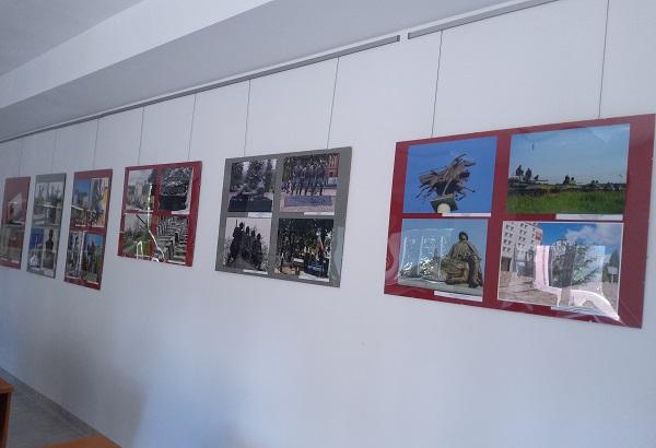 Zdjęcie przedstawia plansze wystawy
