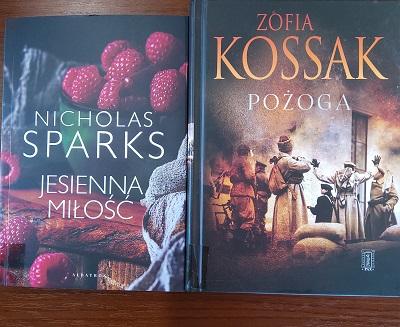 """Na zdjęciu widoczne okładki dwóch książek: """"Jesienna miłość"""" i """"Pożoga"""""""